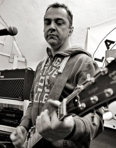 Harm (Gitarre) im Proberaum