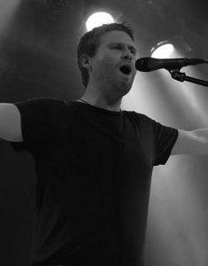 Johannes (Gesang) beim Auftritt im Sudhaus