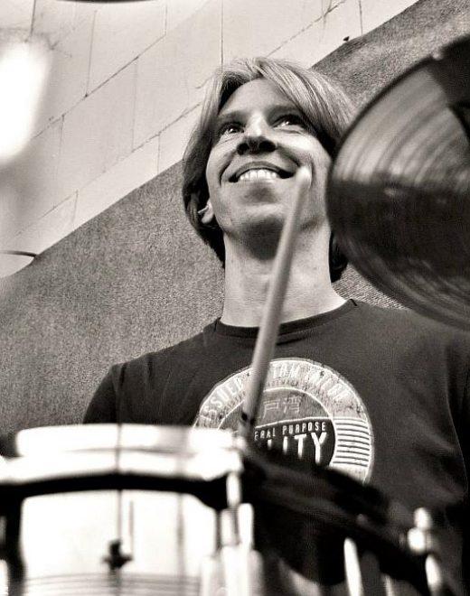 Philipp (Drums) im Proberaum